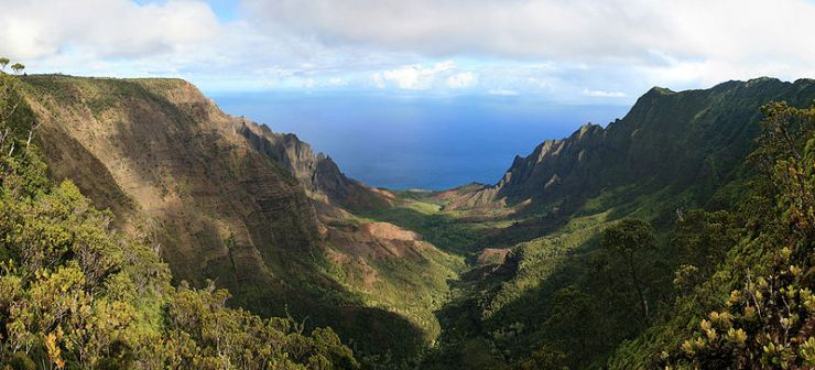 800px-Kalalau_Valley_viewed_from_the_Na_Pali_Kona_Forest_Reserve_Pihea_Trail.jpg