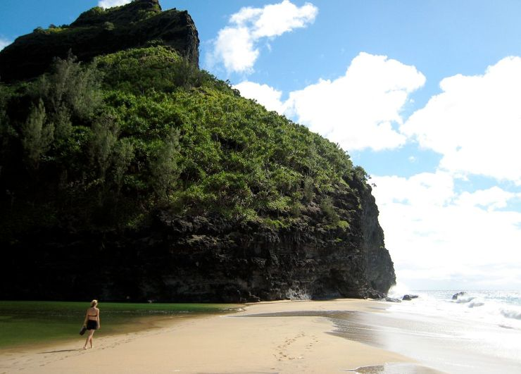 Looking_West_on_Hanakapi^^39,ai_Beach,_Kauai_-_panoramio.jpg