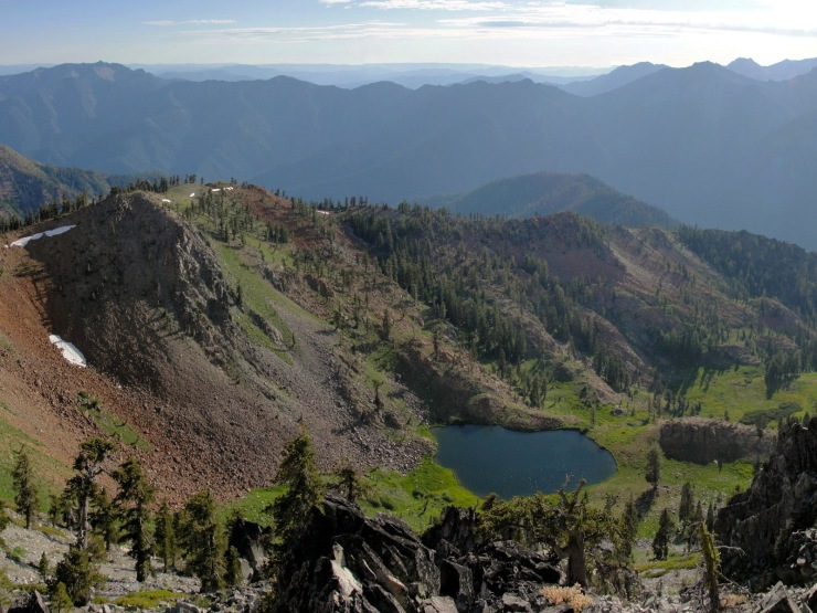 diamond_lake_from_siligo_peak