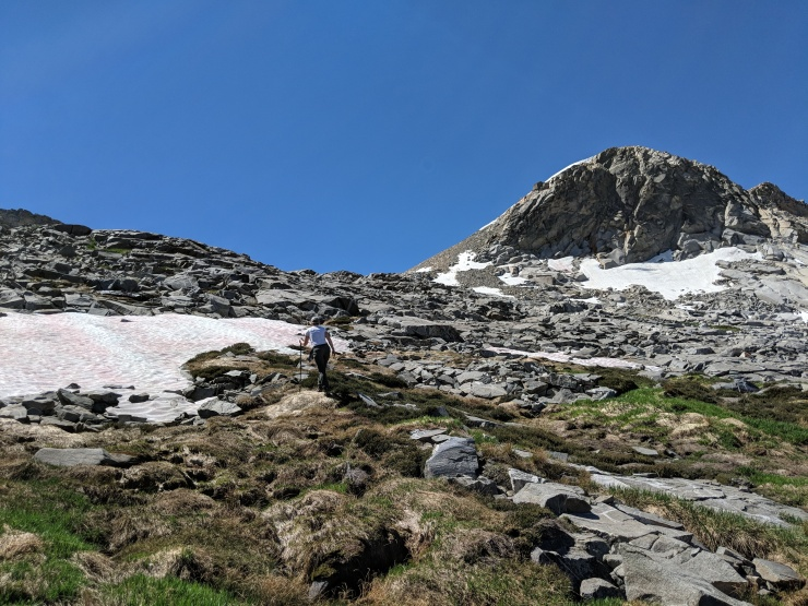 Desolation-wilderness-twin-lakes-day-hike-up-crystal-range