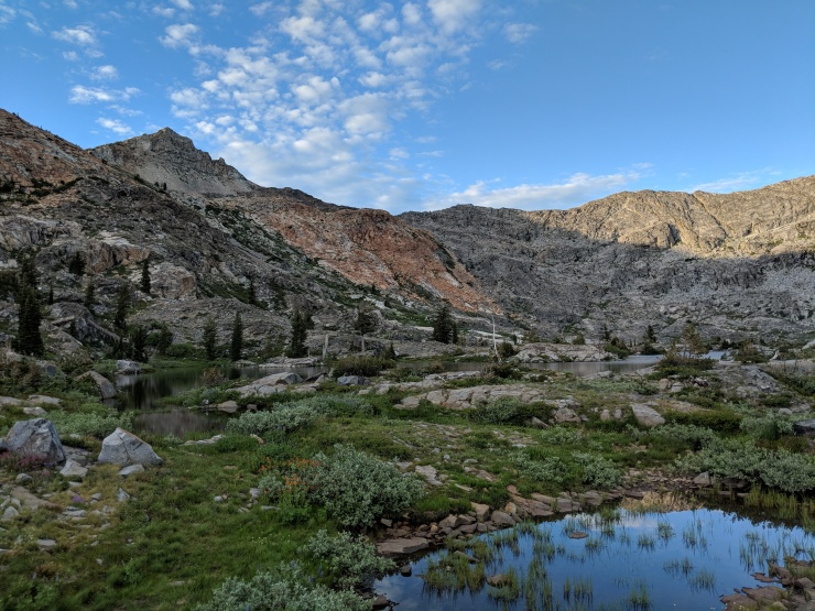 Desolation-wilderness-twin-lakes-first-glimpse-island-lake