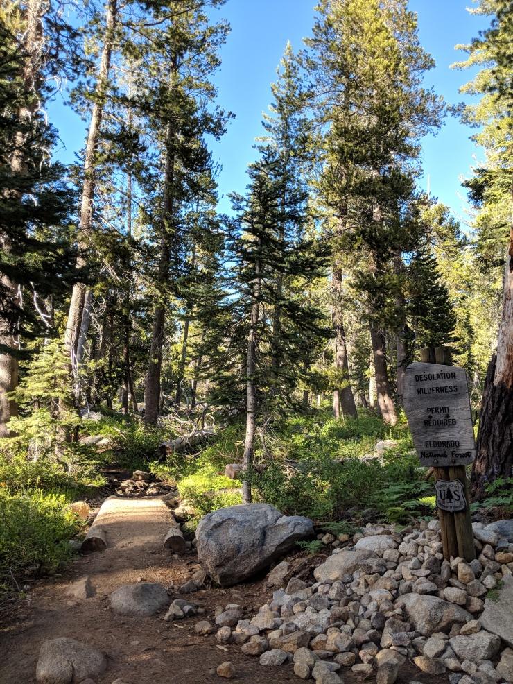 Desolation-wilderness-twin-lakes-sign-entering-wilderness