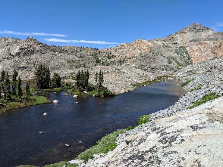 Desolation-wilderness-twin-lakes-small-lake-south-of-island-lake