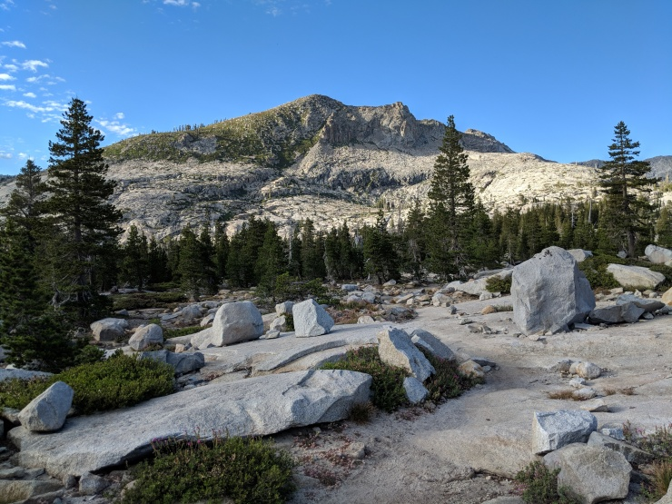 Desolation-wilderness-twin-lakes-trail-granite-and-rocks