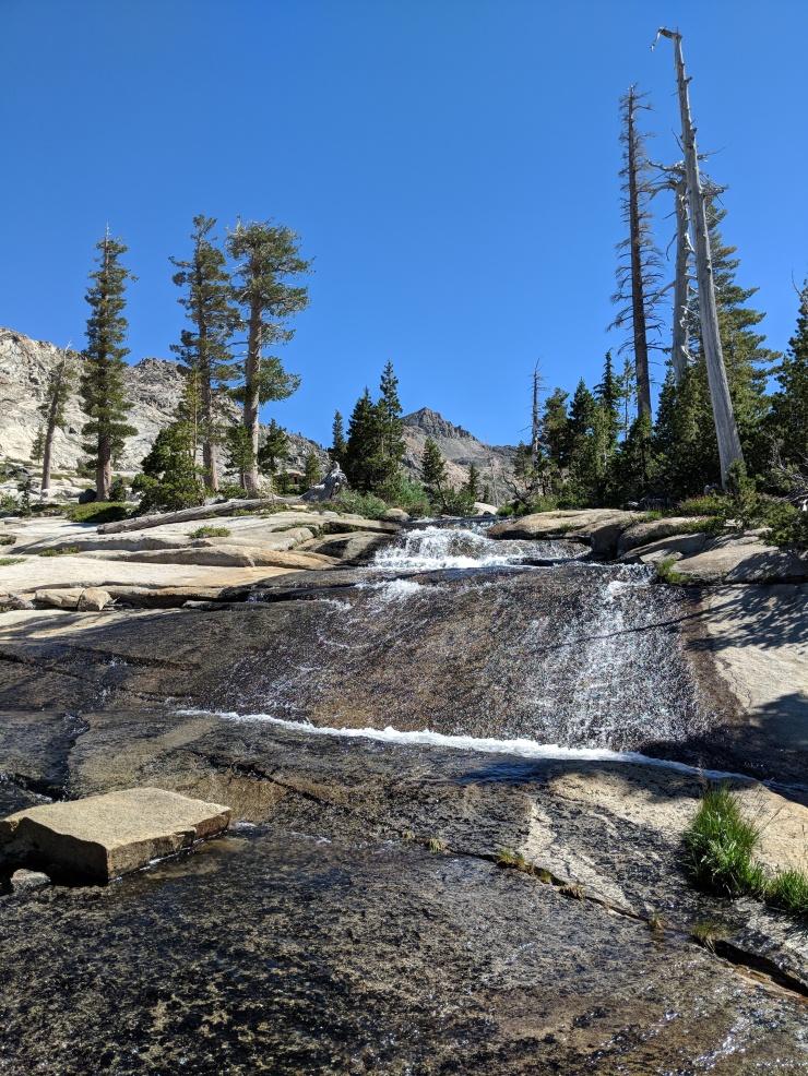 Desolation-wilderness-twin-lakes-trail-waterfalls