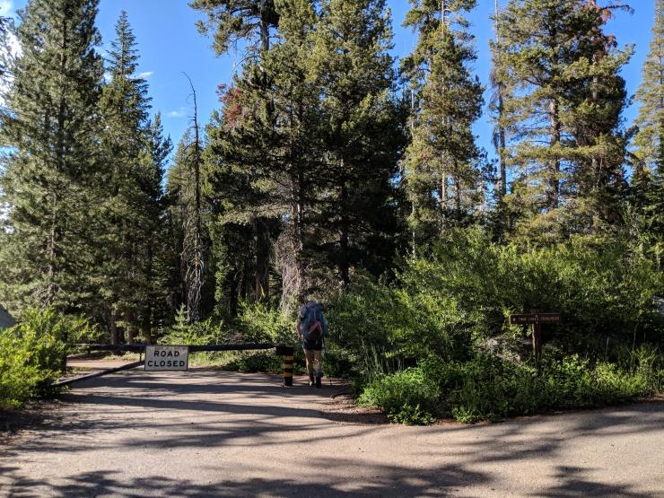 Desolation-wilderness-twin-lakes-trailhead-parking