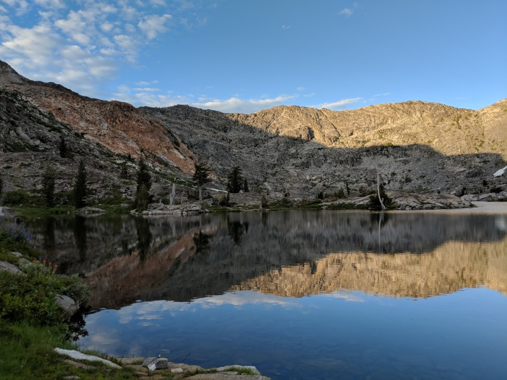 Desolation-wilderness-twin-lakes-view-shore-island-lake