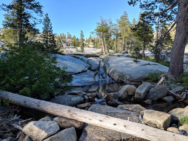 Desolation-wilderness-twin-lakes-waterfall-along-trail