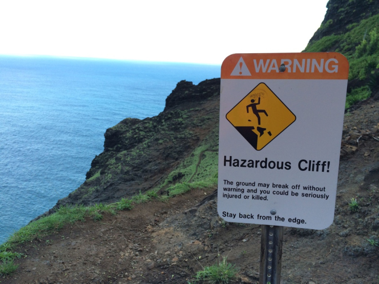 Kalalau-trail-backpacking-cliff-sign-crawlers-ledge