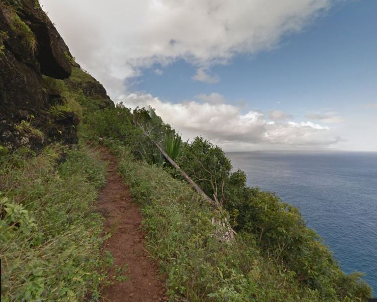 Kalalau-trail-backpacking-cliff-trail