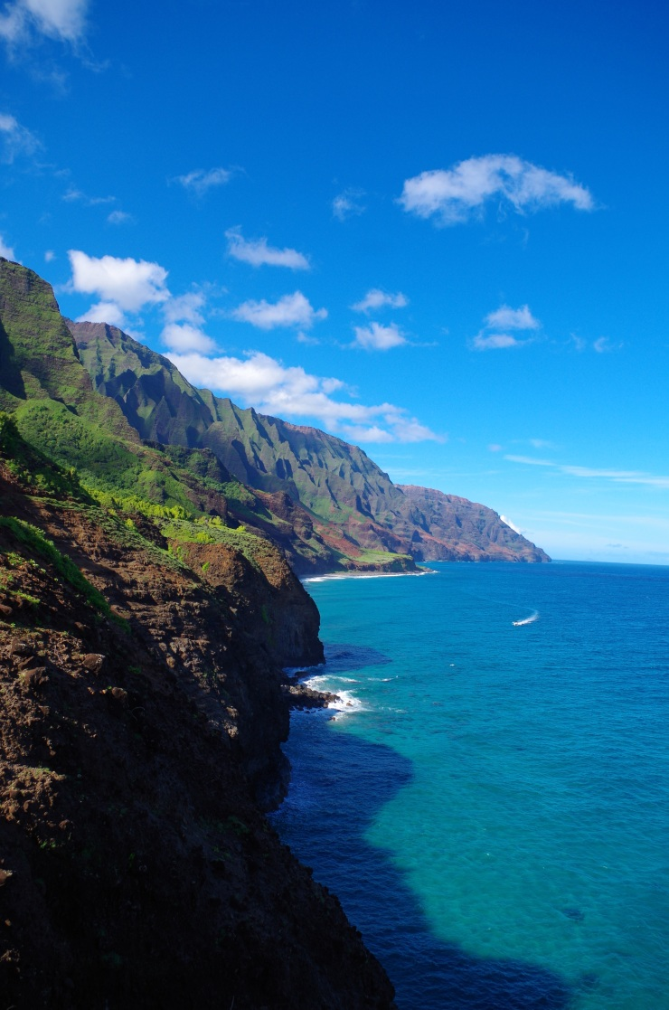 Kalalau-trail-backpacking-coast-towards-the-beach