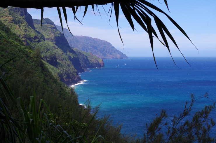 Kalalau-trail-backpacking-coastline-view-near-start