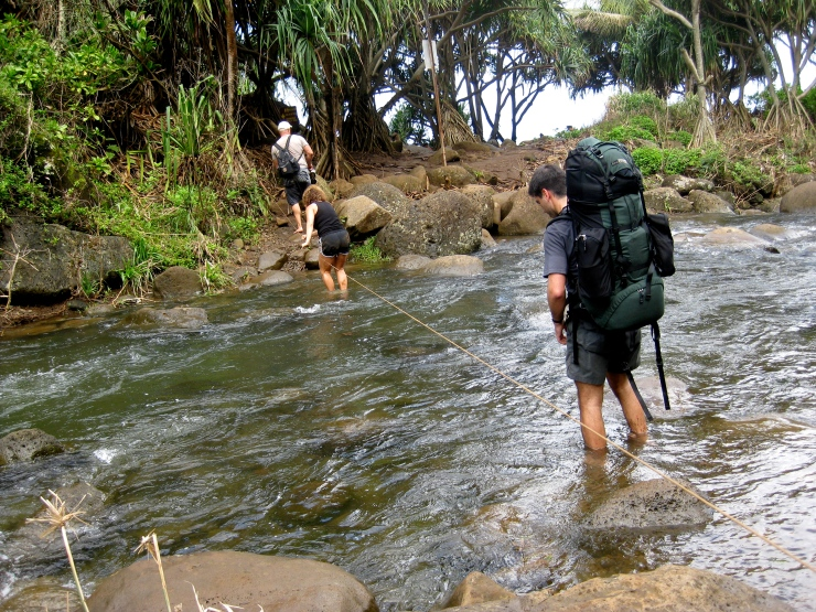 Kalalau-trail-backpacking-crossing-swollen-hanakapiai-stream