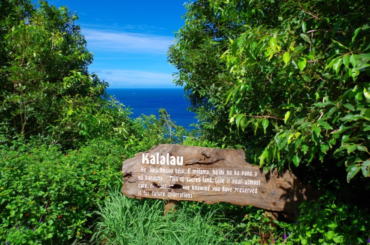 Kalalau-trail-backpacking-entering-kalalau-valley-sign
