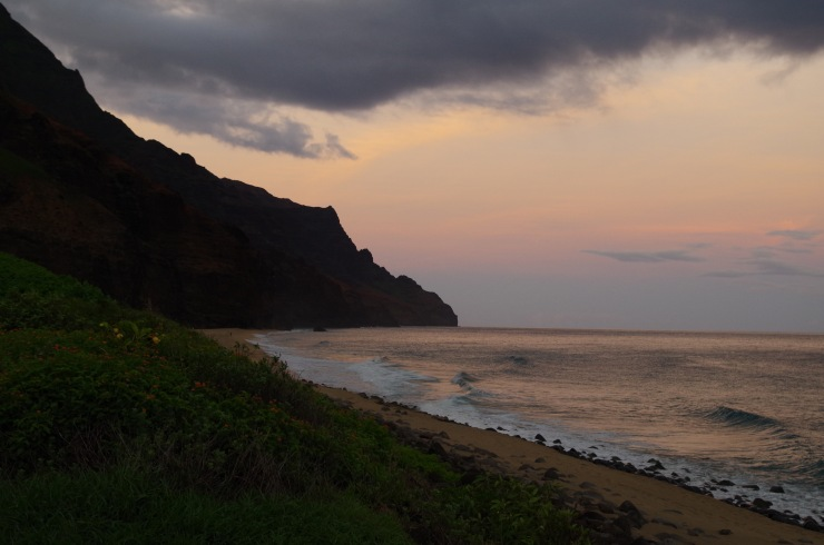 Kalalau-trail-backpacking-leaving-beach-dawn