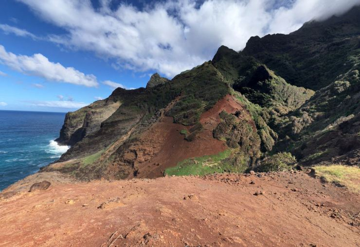 Kalalau-trail-backpacking-looking-back-at-crawlers-ledge