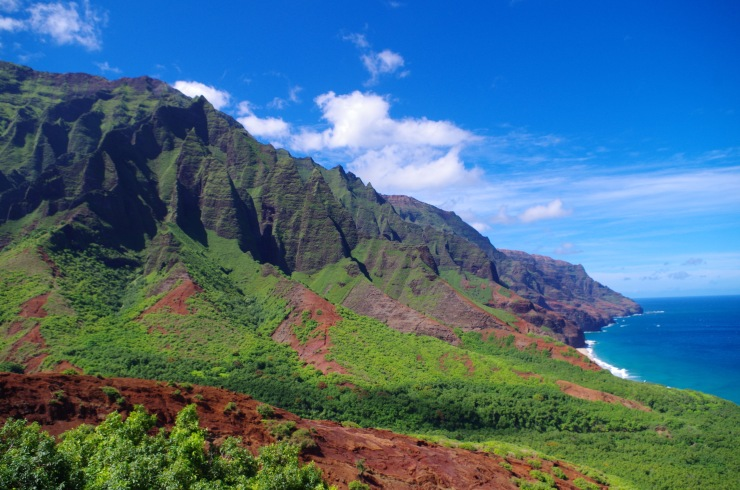 Kalalau-trail-backpacking-looking-towards-kalalau-beach