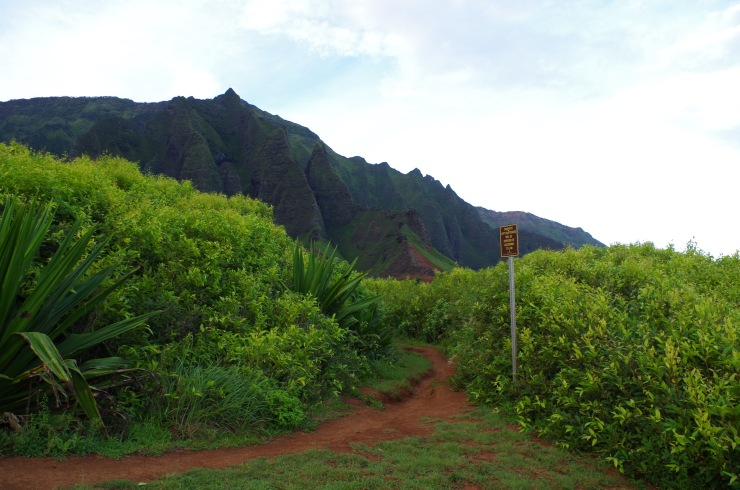 Kalalau-trail-backpacking-sign-entering-beach-area
