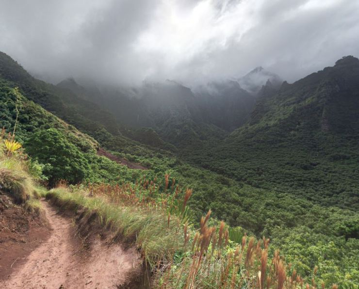Kalalau-trail-view-across-hanakoa-valley