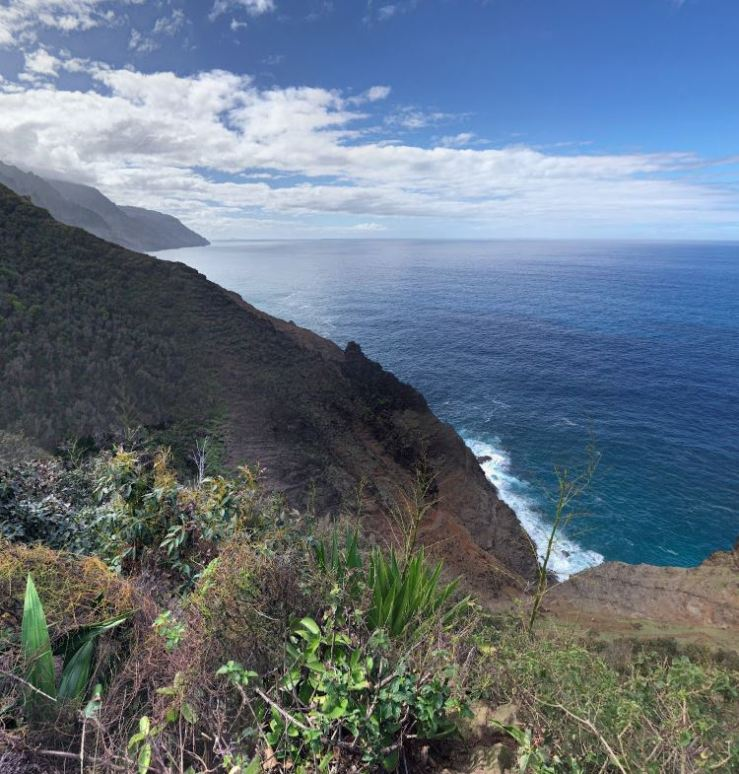 Kalalau-trail-view-towards-crawlers-from-hanakoa