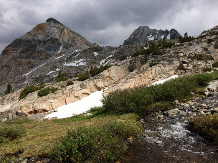 kings-canyon-rae-lakes-loop-down-glen-pass-streams
