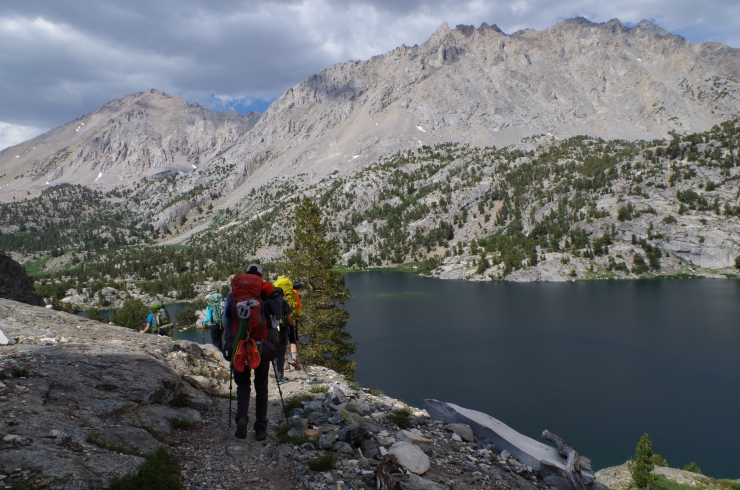 kings-canyon-rae-lakes-loop-hiking-down-glen-pass