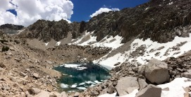 Before the final ascent up Glen Pass you reach a lake that has crystal blue water. This is a nice spot for a short break. The lake sits at 11,260 feet.