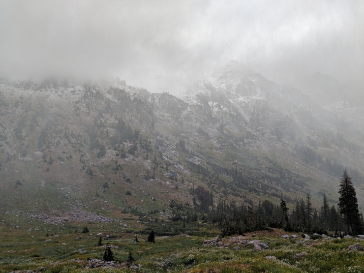 Teton-crest-trail-backpacking-looking-towards-paintbrush-divide-in-clouds