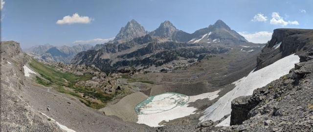 Teton-crest-trail-backpacking-panoramic-view-hurricane-pass-tetons-schoolroom-glacier