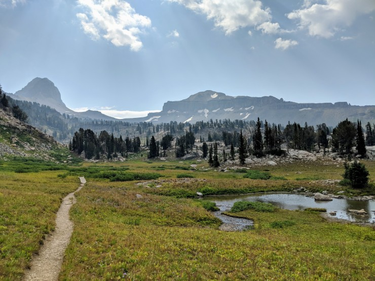 Teton-crest-trail-backpacking-view-back-at-alaska-basin
