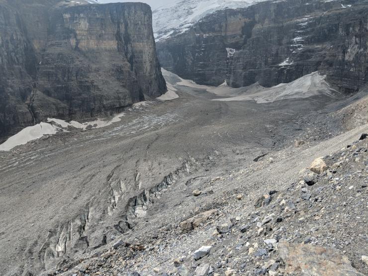 Close-of-view-plain-of-six-glaciers