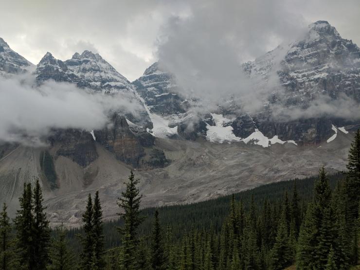 eiffel-lake-trail-ten-peaks-and-wenkchemna-glacier