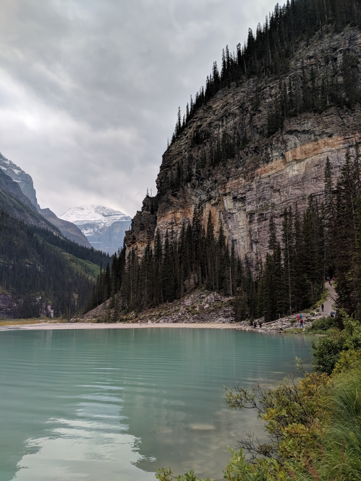 lake-louise-plain-of-six-glaciers-reaching-end-of-lake