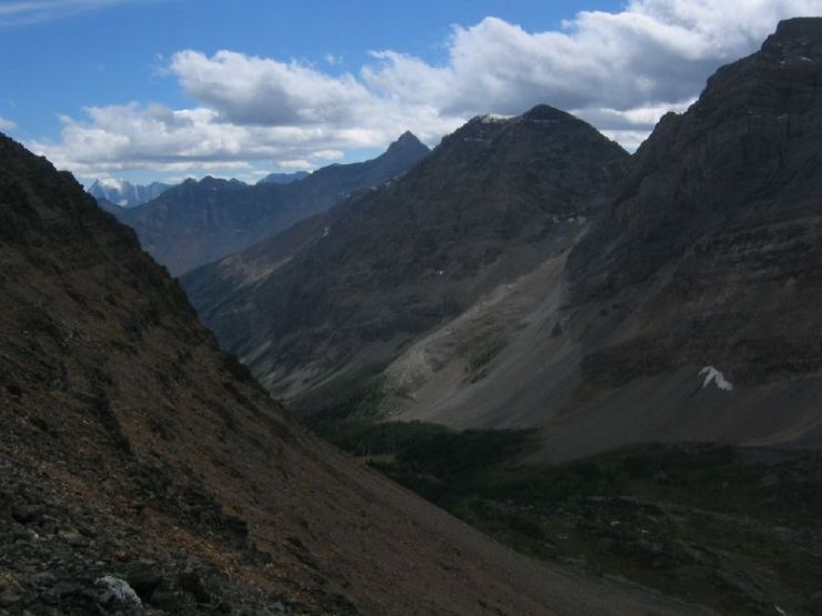 looking-west-into-prospectors-valley-from-wenkchemna-pass