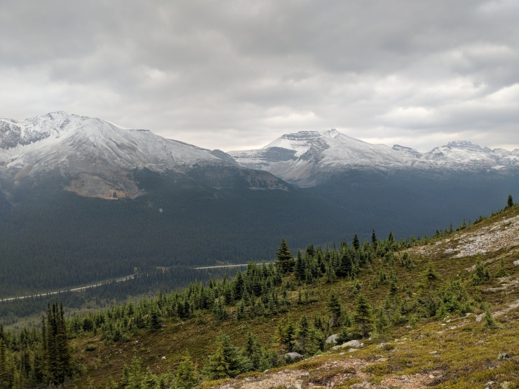 peyto-lake-bow-summit-lookout-view-across-bow-valley