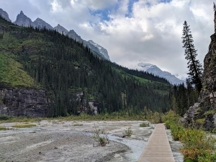 plain-of-six-glaciers-boardwalk-across-stream
