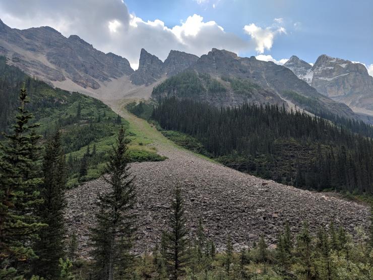 plain-of-six-glaciers-trail-large-scree-pile