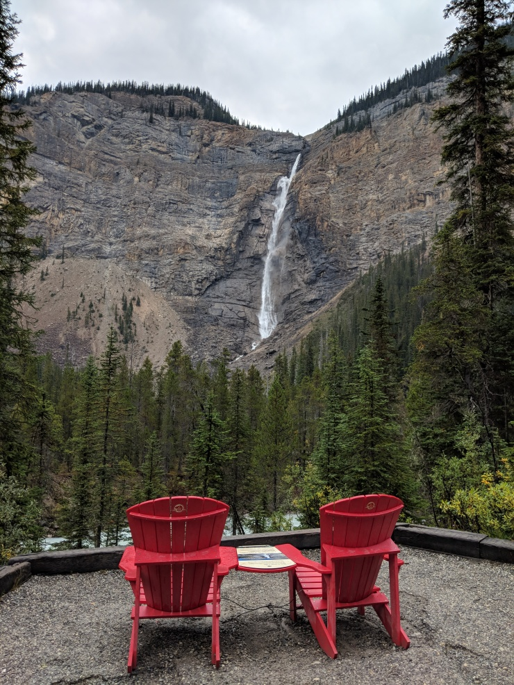 Yoho-iceline-trail-takakkaw-falls-red-chairs