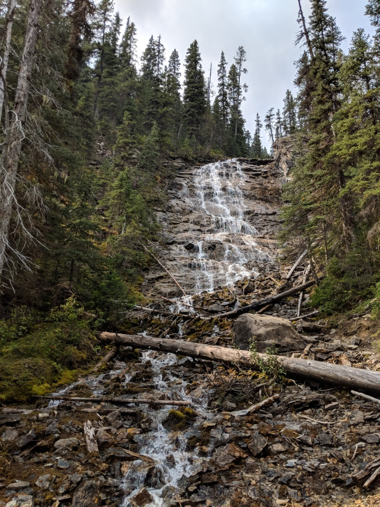 yoho-valley-trail-point-lace-falls