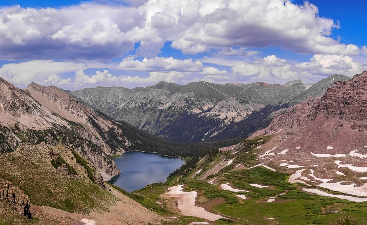 snowmass-lake-from-trail-rider-pass-maroon-bells-with-trail