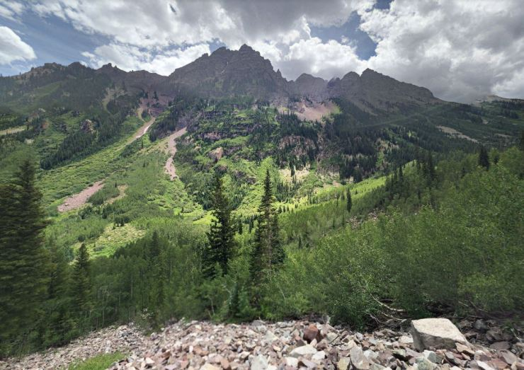 View-between-maroon-and-crater-lake