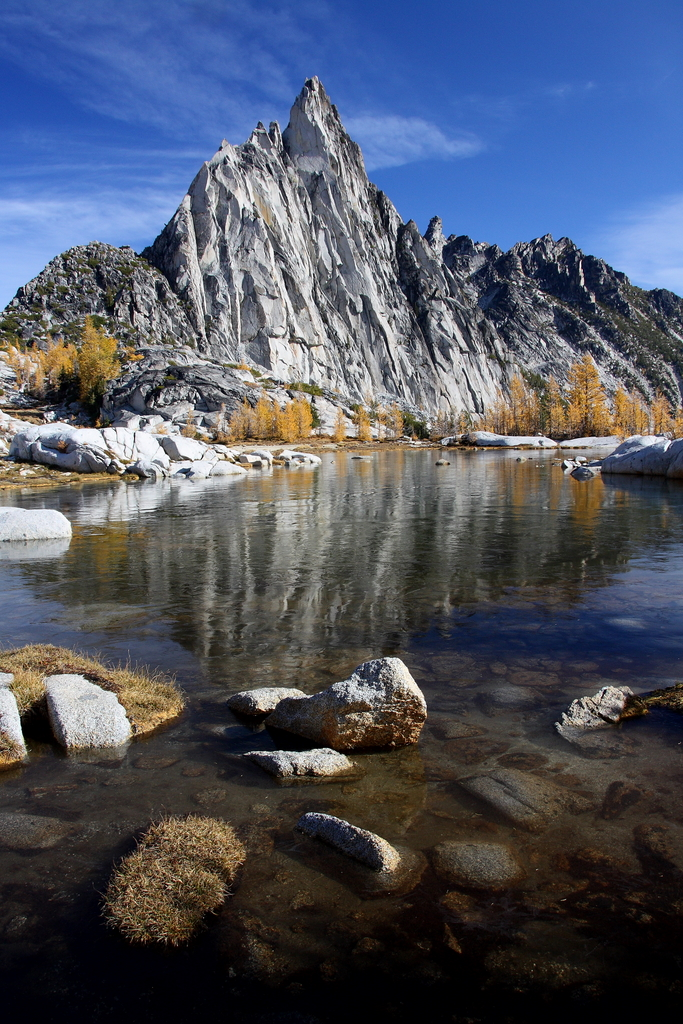 View of the Gnome Tarn and Prusik Peak near the pass (credit: Jedd P)