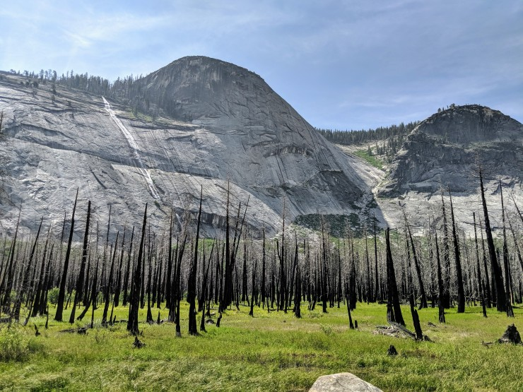 yosemite-backpacking-cascade-cliffs-little-yosemite-valley