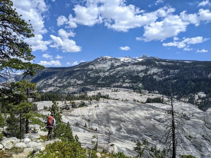 yosemite-backpacking-merced-high-trail-hiker-vogelsang-peak
