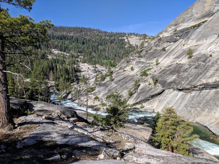 yosemite-backpacking-merced-river-near-footbridge