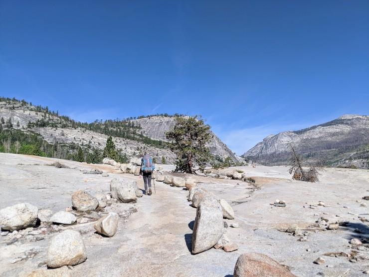 yosemite-backpacking-merced-river-trail-on-granite-bluff