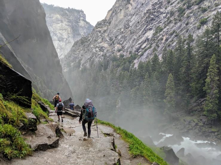 yosemite-backpacking-mist-trail-near-vernal-falls