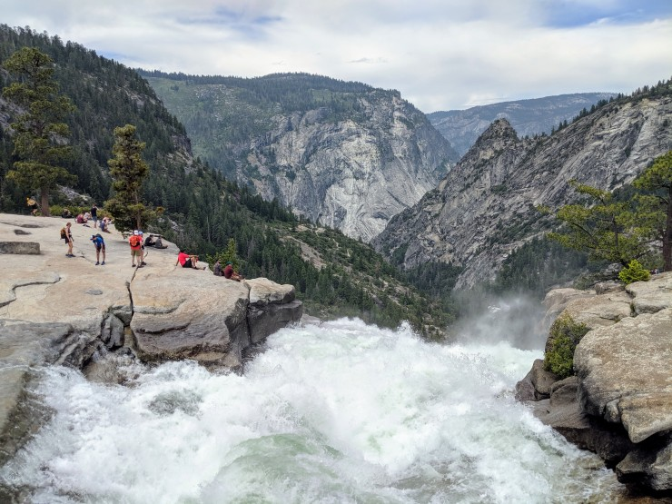 yosemite-backpacking-view-top-nevada-falls
