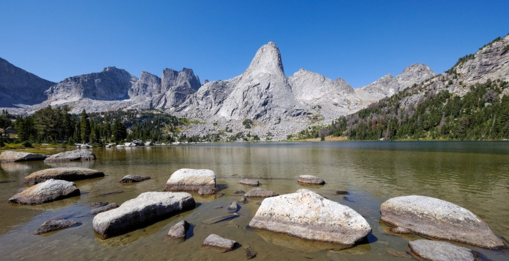 wind-river-cirque-towers-backpacking-12-cirque-lonesome-shore