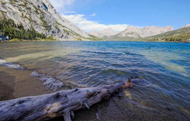 wind-river-cirque-towers-backpacking-12-grave-lake-shore